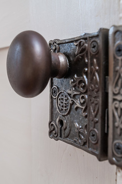 Real Estate PHotography interior, interior design detail, antique lockPicture